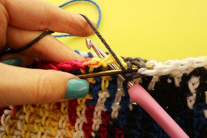 How to attach bag handle.Crochet bag pattern - mypoppet.com.au