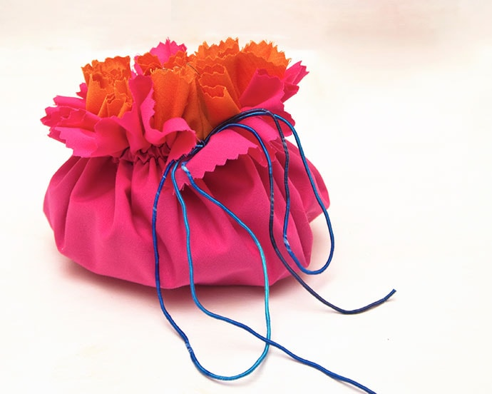Easy Drawstring Bag with Lots of Pockets - Sewing Tutorial