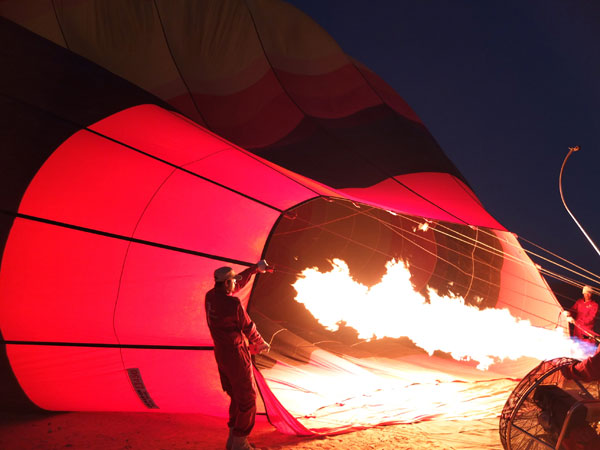 Hot air ballooning in dubai - filling balloon Mypoppet.com.au