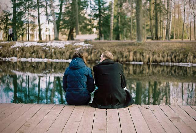 Couple photography idea near lake