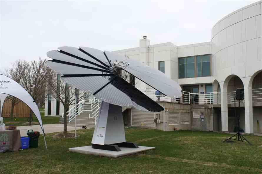 SmartFlower solar panels for buildings