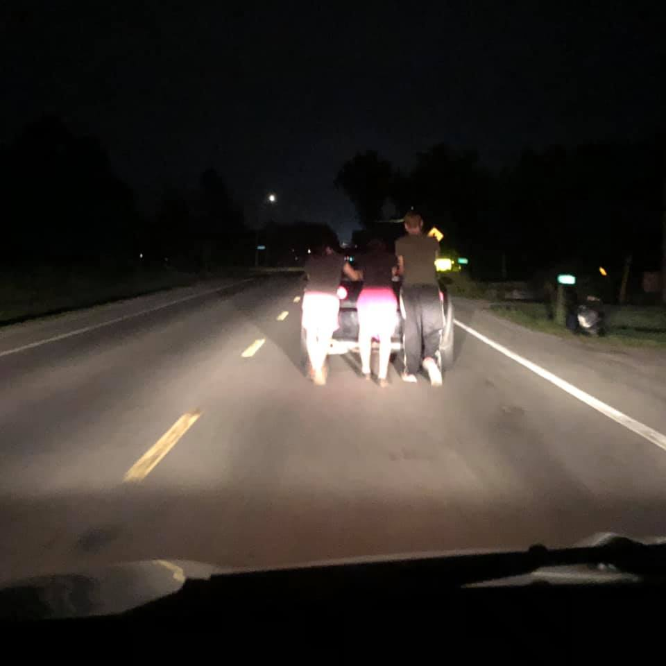 Woman's car broke down, these teens came to the rescue.