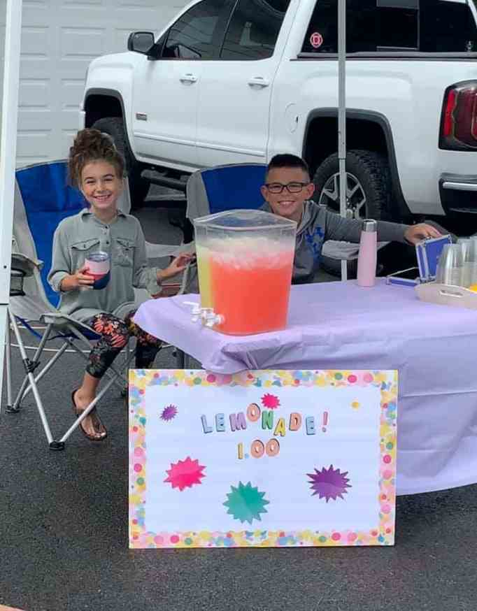 A nurse and her child's lemonade stand go viral.