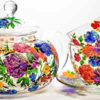 Artist creates mesmerizing art by hand-painting glass mugs with colorful designs