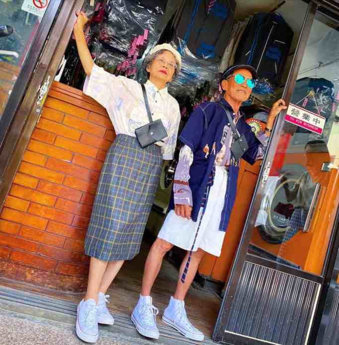 Elderly laundromat owners go viral modeling customers' forgotten clothes