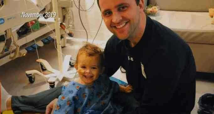 Brooks together with his Dad, Matt. The then 17-month-old child needs an organ donation to survive.