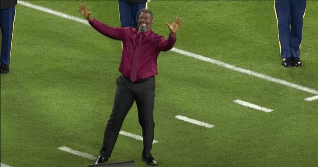 Wawa Snipes performing the sign language at the Super Bowl