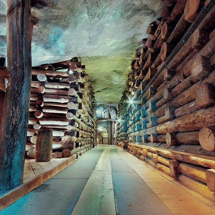 Коридор внутри соляной шахты в Величке