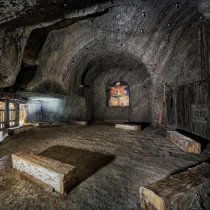 Внутри соляной шахты в Величке