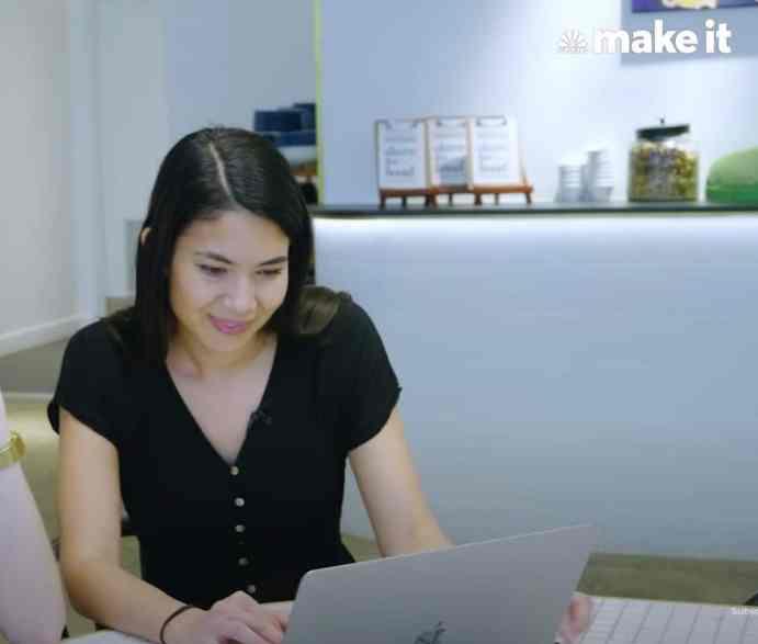 Melanie browsing the web.