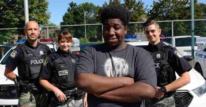 Малык Бонне с тремя полицейскими Лаваля