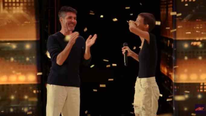 Джейн Марчевски и Саймон Коуэлл на сцене America's Got Talent