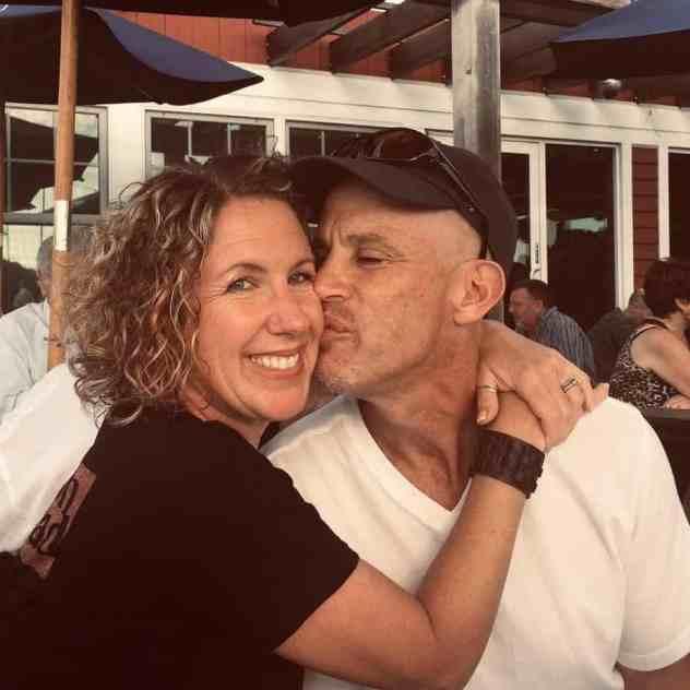 Peter Marshall kissing his wife Lisa on the cheek