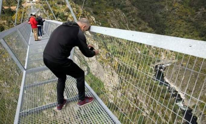 brave people walk across the suspension bridge