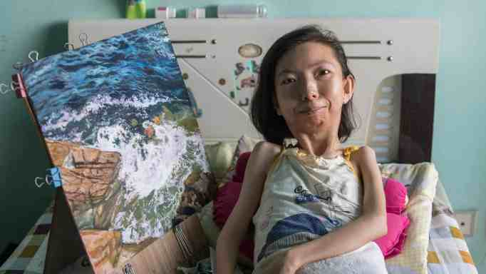 Zhang Junli and her painting