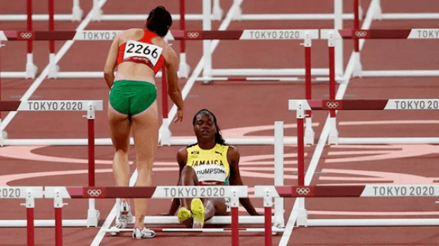 Luca Kozák offering her hand to Yanique Thompson