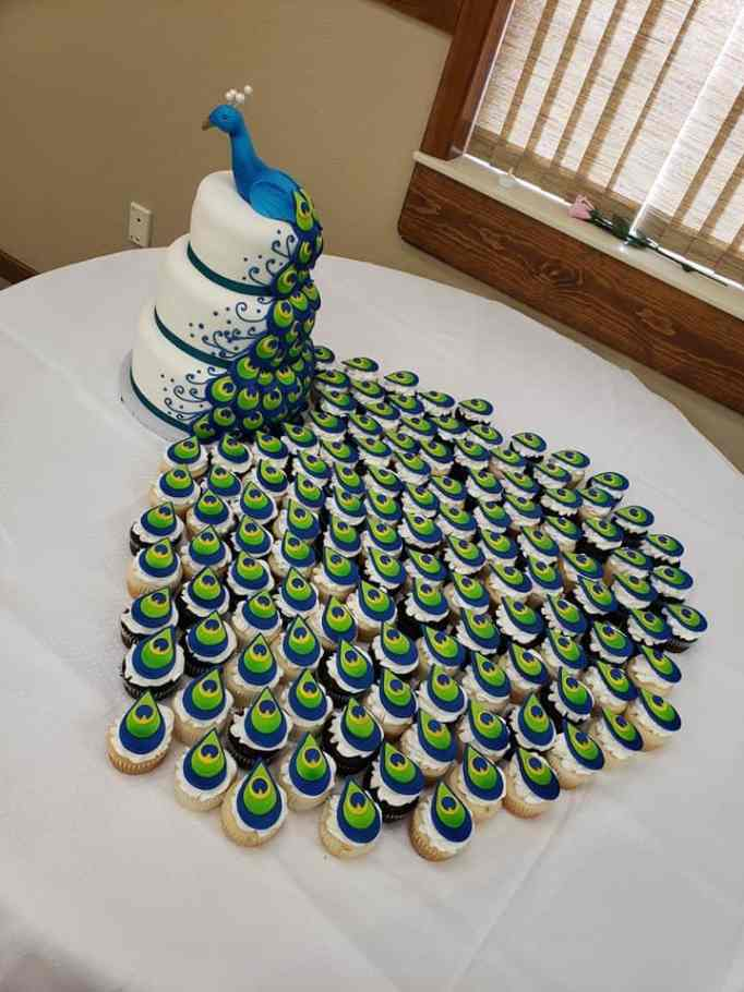 Peacock cake by Malizzi Cakes & Pastries