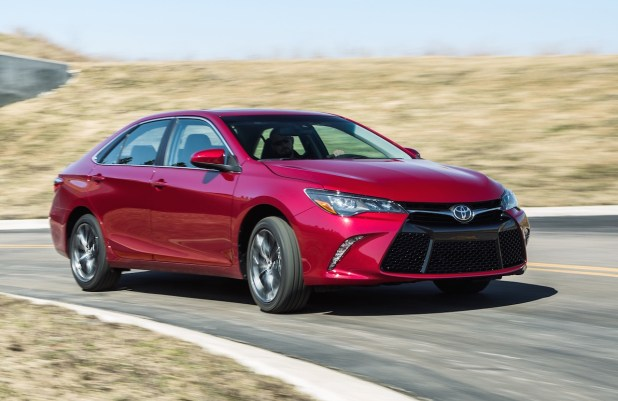 Toyota Reshaped 2017 Model Camry Up-Spec Automatic 2.4 Top Speed Price In Pakistan UK