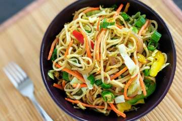 Veg Hakka Noodles Recipe with Step By Step Instructions
