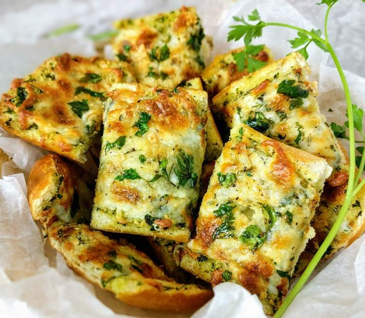 Cheese garlic bread recipe vegecravings cheese garlic bread recipe forumfinder Choice Image