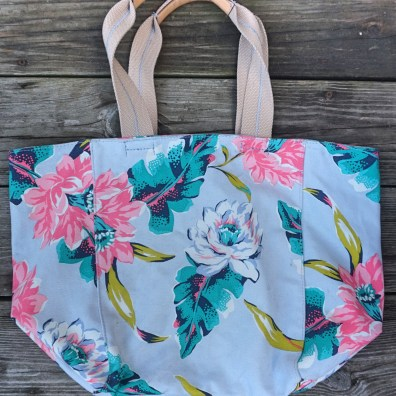 What's in my gym bag - floral bag