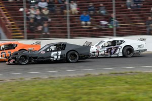 Brett Gonyaw (87) races at the New London-Waterford Speedbowl in Waterford, CT. (Photo by Stephen Furst/Myracenews.com)