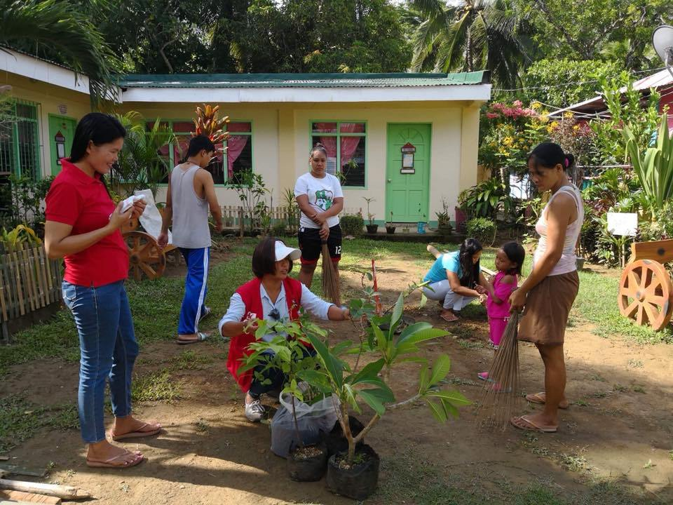 Inside Boracay: Week 6 Boracay Rehabilitation Monitoring Operations organised an afternoon of Mangrove Clean-up and Replanting activities.