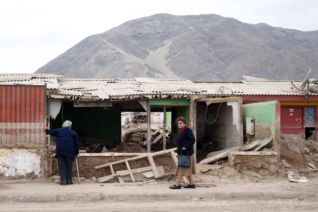 locals in Chañaral after the floods of 2015 in the Atacama desert