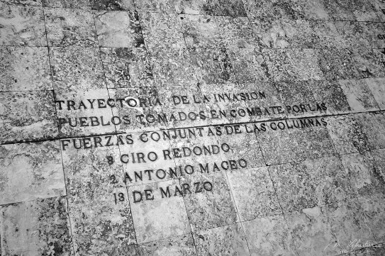 spanish inscriptions in Santa Clara at the Che mausoleum