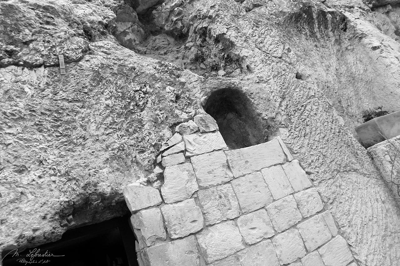 entrance of the garden tomb in Jerusalem