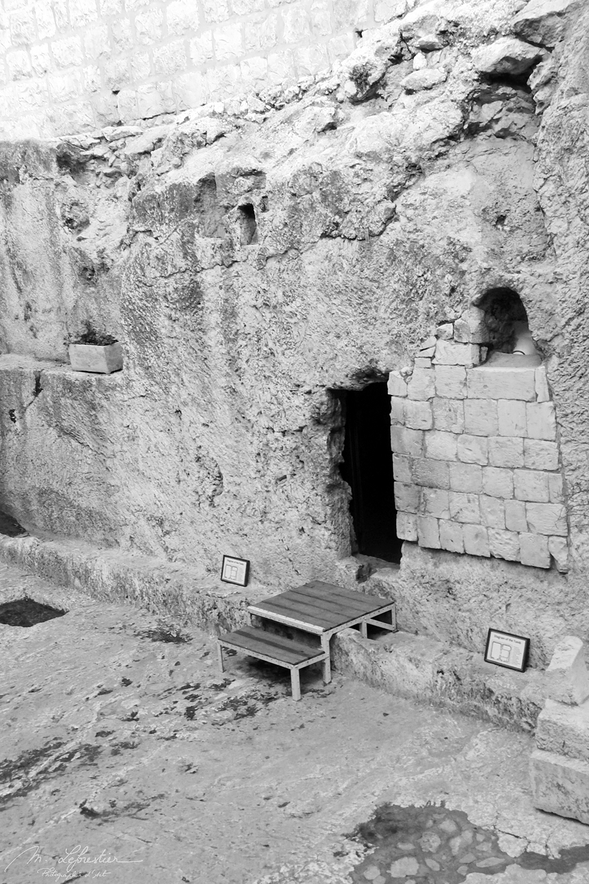 entrance of the tomb of Jesus in the Garden Tomb in Jerusalem