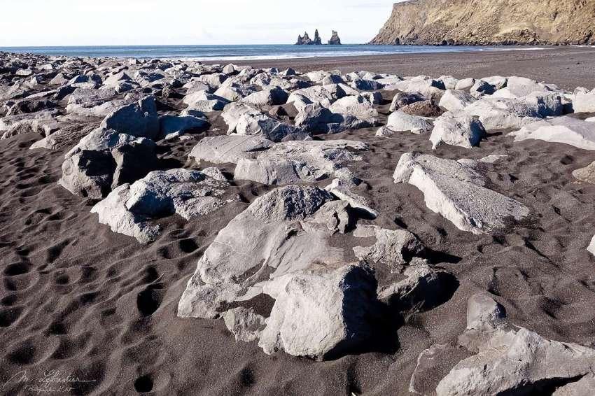 black-sand-beach-vik-02