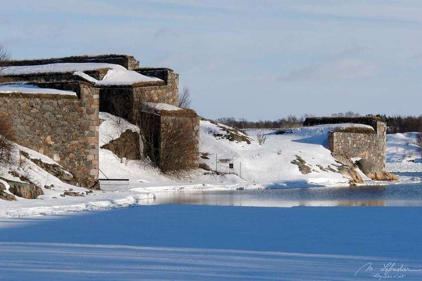 the Suomenlinna in the wintertime undert the snow