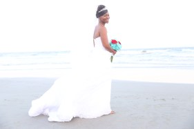 Dreamy pictures on the beach after your wedding.