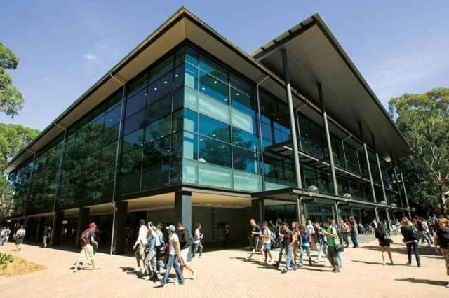 2020 Faculty of Business International Bursary At University of Wollongong - Australia