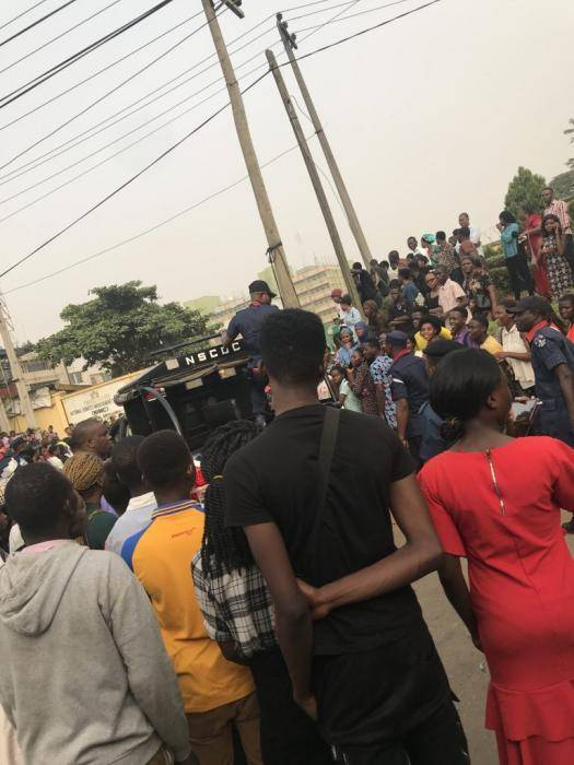 JAMB 2020 Prospective Candidates Besiege NIMC Office Over NIN