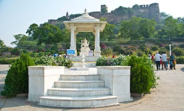 Birla temple jaipur outside statue