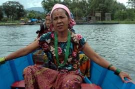 Women at Phewa lake