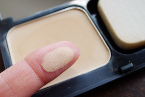 bobbi-brown-skin-weightless-powder-foundation-5-300x200
