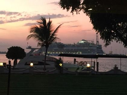 GT bei Sonnenuntergang.