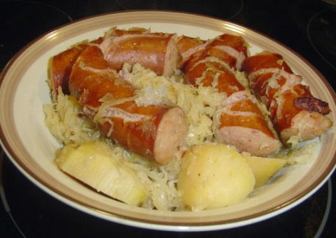 Crockpot-Sausage-Sauerkraut-and-Potatoes