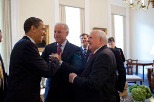 1024px-Barack_Obama_&_Joe_Biden_with_Mikhail_Gorbachev_3-20.09