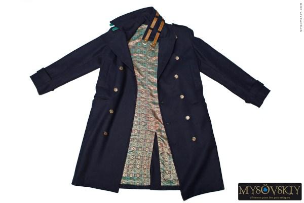 Дизайнерское пальто из шерсти и батика True Sailor. Ремни из кожи морской змеи.