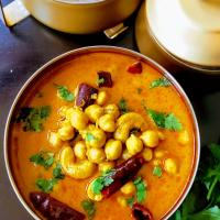 Chana Madra/Chickpeas in Yoghurt Gravy