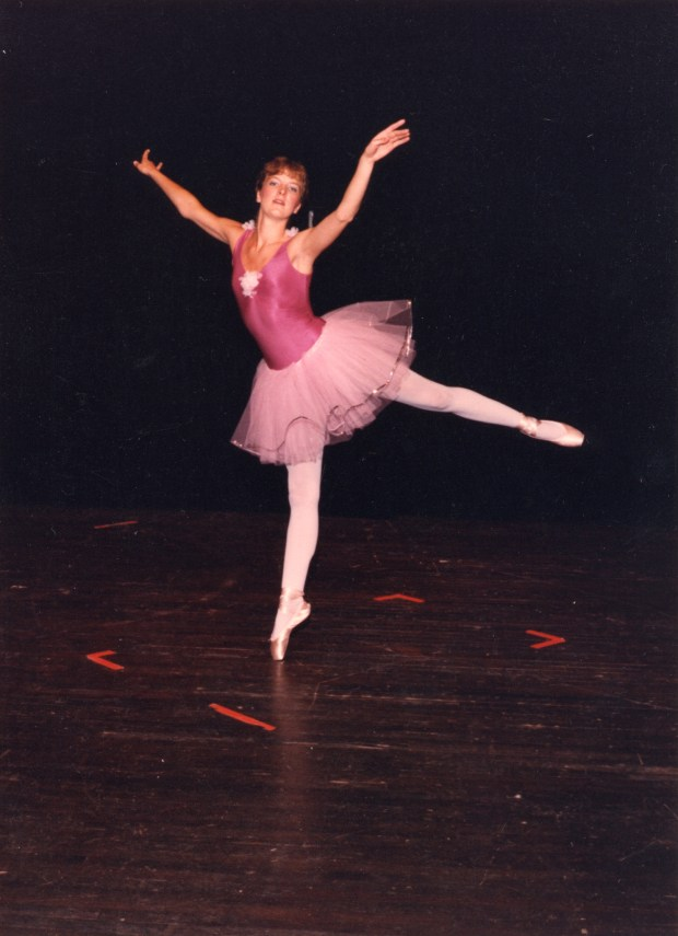 Picture of adolescent Marie Kube dancing Ballet en pointe in a pink tutu.