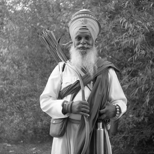 bellini hydrofen rerapan 100 yashica 44 tlr saville gardens royal estate fun run sikh warrior traditional dress bow arrow film black white 127 film