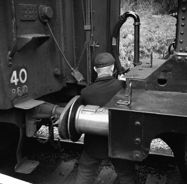 yashica 635 tlr ilford delta 3200 medium format film black and white haworth yorkshire railway steam engine