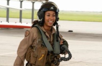 Leaving a mark on the world: US Navy invites first dark female strategic airplane pilot