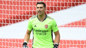 Arsenal keeper Martinez in emotional farewell in advance of suggested Villa move Arsenal goalkeeper Emiliano Martinez