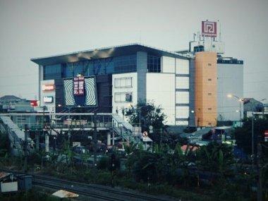 Câu chuyện bi thảm đằng sau trung tâm mua sắm ma ám Klender ở Jakarta 10